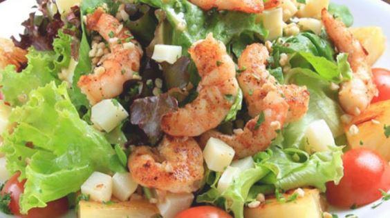 Salada de Grão de Bico e Camarão com Alface Crespa